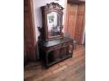 Старинен шкаф с огледало