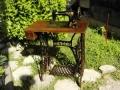 Продавам стара работеща шевна машина сингер